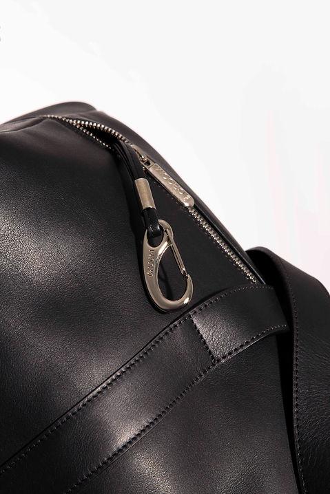 détail mousqueton sac de voyage pour homme cuir noir par Episode Studio pour Groom Studios