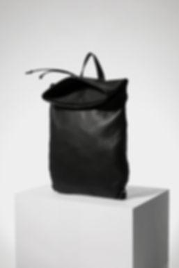 design backpack bag for men black leather by Marina Daguet Nathan Baraness Episode studio Groom Paris