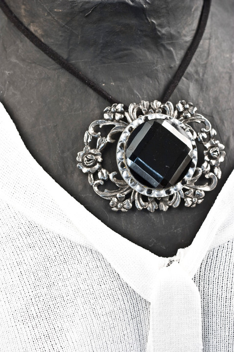 BROACH OR NECKLACE