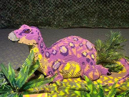 הדינוזאור הסגול בתערוכת הלגו. צילום לירו