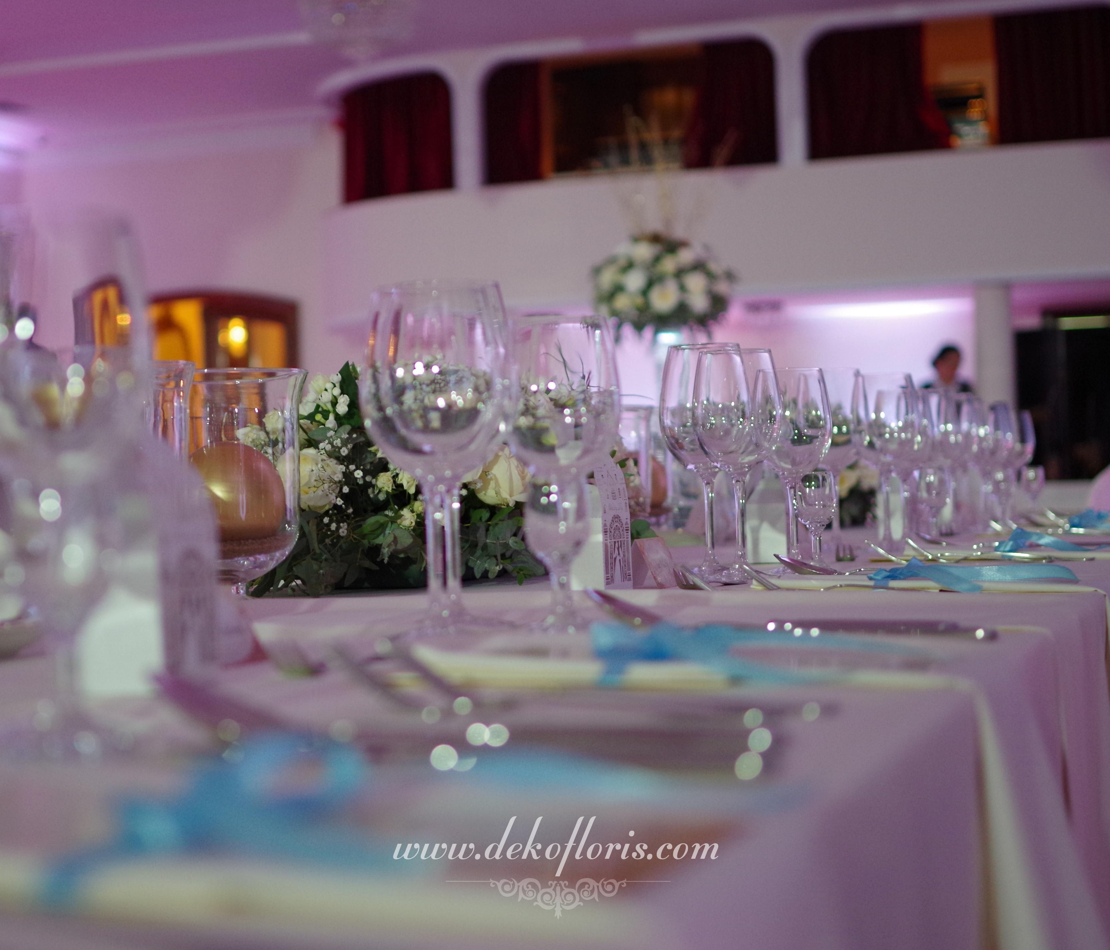Kwiatowa_dekoracja_sali_wesele_Hochzeit_Sulisław_014
