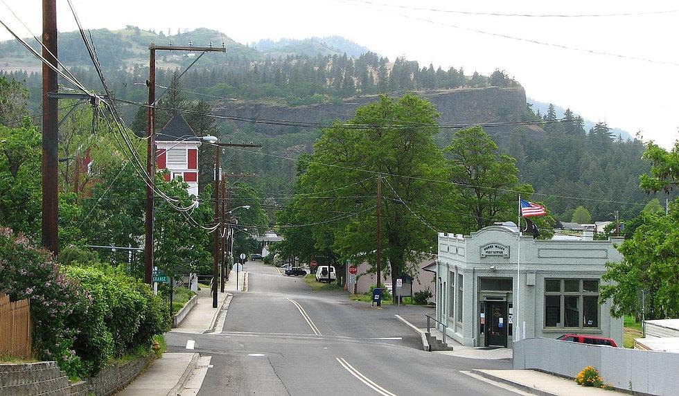 1200px-Mosier_Oregon_Third_Avenue.jpg