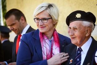 Slavnostní odhalení památníku letcům RAF, rodáků zPlzeňského Karlova