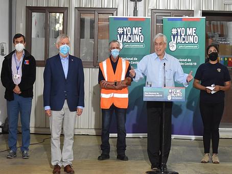 Presidente Piñera dio el vamos a la vacunación de funcionarios críticos en Frutillar