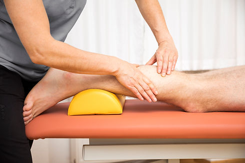 young-man-at-the-physio-therapy-PPD3F66.
