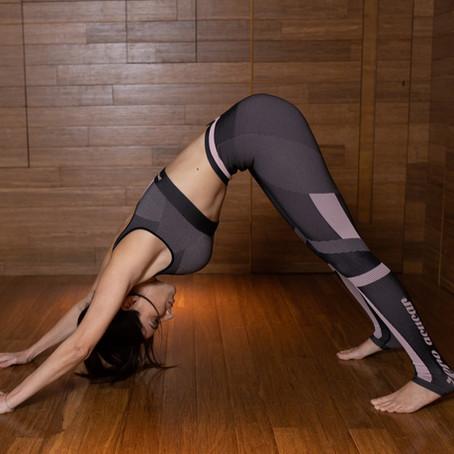 8 posturas de ioga que ajudam a controlar o estresse e a ansiedade