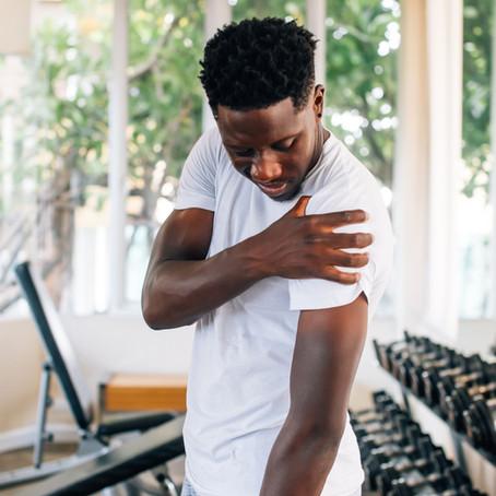 Tem como prevenir a instabilidade de ombro na academia?