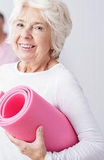 ジムでの高齢女性