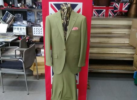 【スーツの印象は生地で決まる!】