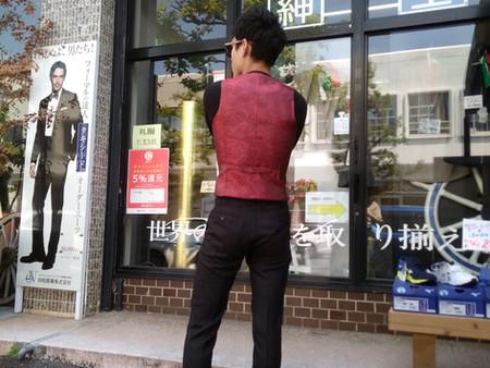 #街映えスーツはお任せください。豊富な生地からお選びください。