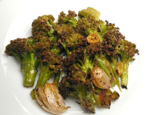 Brócolis assado com alho