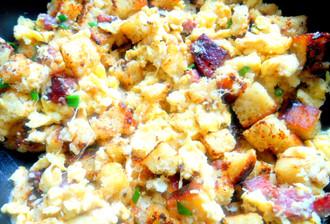 Omelete com pão de milho