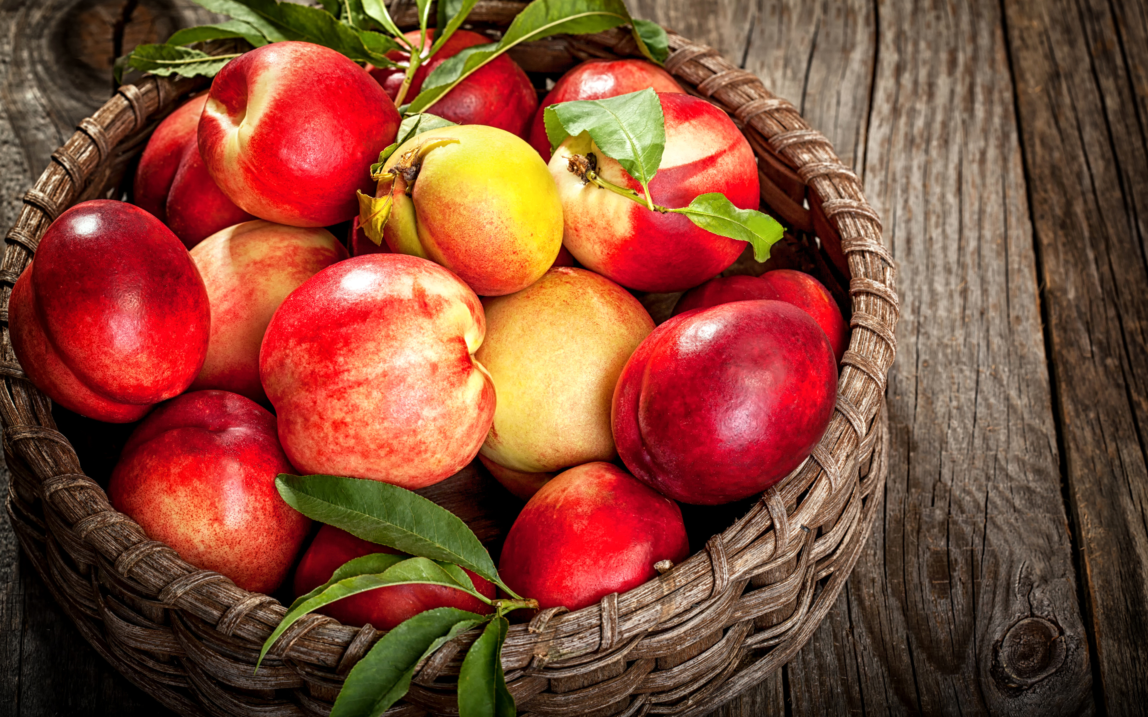 Fruit_Peaches_Wicker_495380_3840x2400