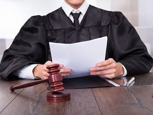 Верховный суд разъяснил, что судью можно уволить за неформальное общение с подсудимым.
