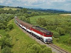 Začali premávať letné vlaky aj mimoriadne autobusové spoje