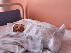 Novorodenec môže ostať smatkou, aj keď je pozitívna