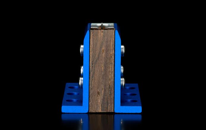 Yio-i-blue-003.jpg