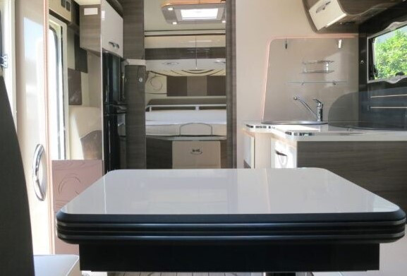 MC4 872 - Interior