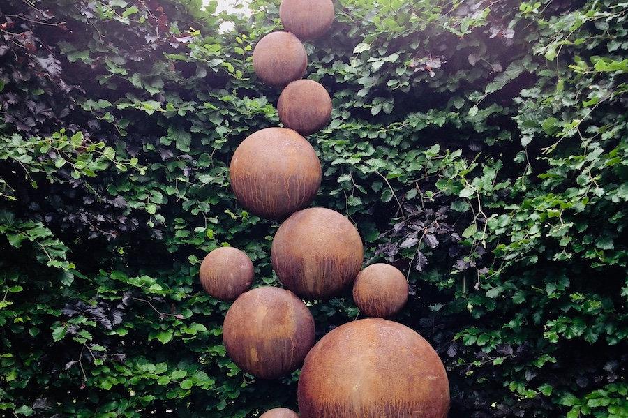 Sculpture-Trail-Pebbles-by-Simon-Probyn.