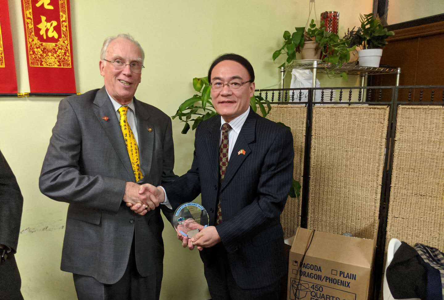 Consul General Wang Donghua presents Oregon China Council Platinum Life Time Achievement Award to State Representative Jeff Barker, Chair of the Oregon Fujian Sister State Association.