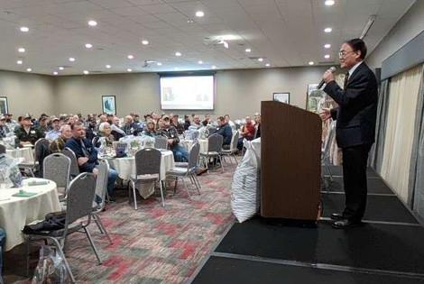 Consul General Wang Donghua addresses Oregon hazelnut farmers