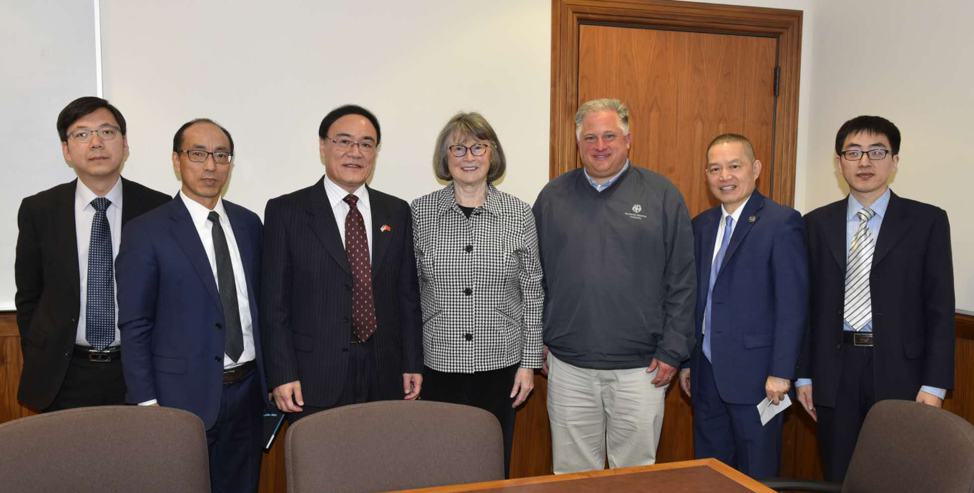 Consul Peng Li, Commercial Counselor Yang Yihang, Consul General Wang Donghua, Senate Majority Leader Ginny Burdick, Larry George, Jin Lan and Consul Zhang Taiming