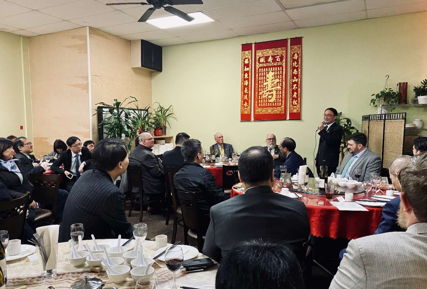 Consul General Wang Donghua addresses the delegation from the Chinese Consulate, OCC Board members, distinguished Chinese Community leaders and other guests at the February 25 dinner to honor legislative board members Senator Arnie Roblan and Representative Jeff Barker for their many years of service to OCC