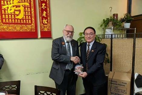 State Senator Arnie Roblan and Consul General Wang Donghua