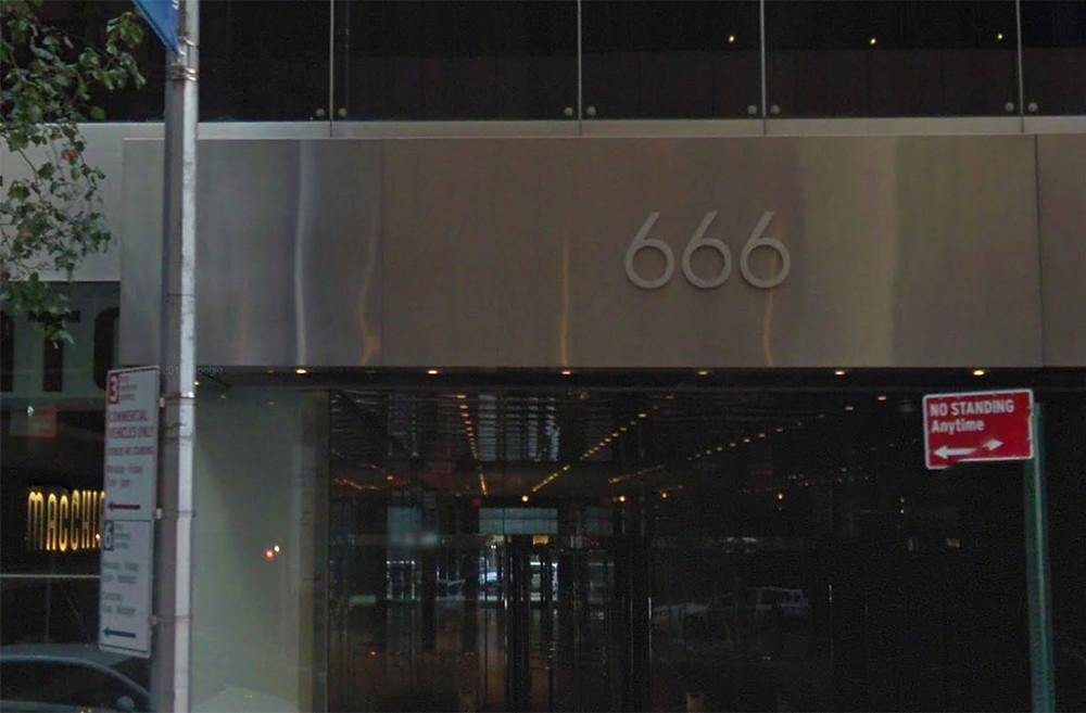 O arranha-céu número 666 na Quinta Avenida.
