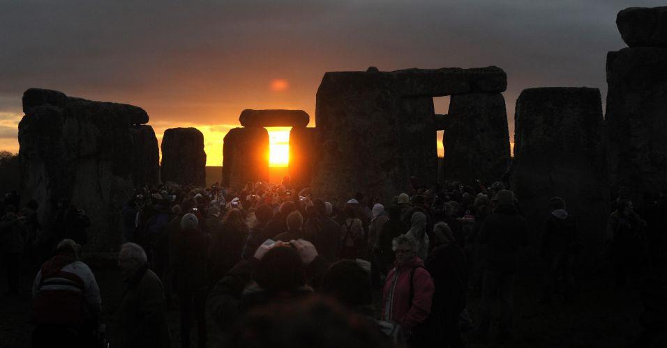 Celebração do solstício de inverno no Stonehenge.