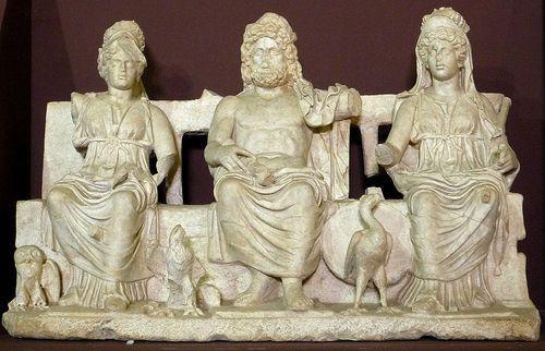 Roma:Júpiter, Juno e Minerva.
