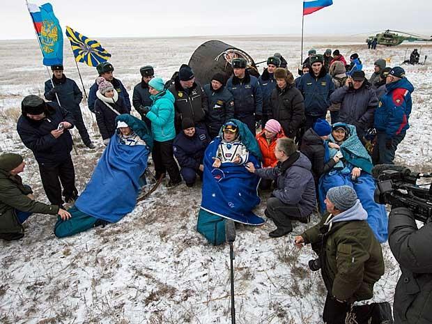 As roupas dos astronautas não suportam o frio da Terra.