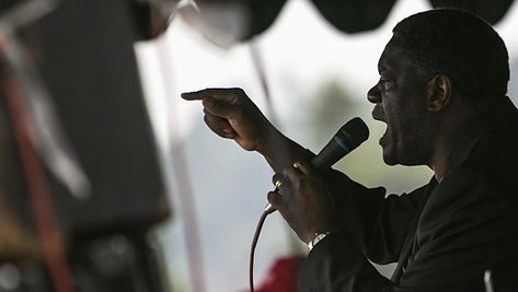 Dr Denis Mukwege en pladoyer foule.jpg