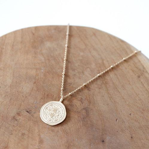 Collier pendentif médaillon croix