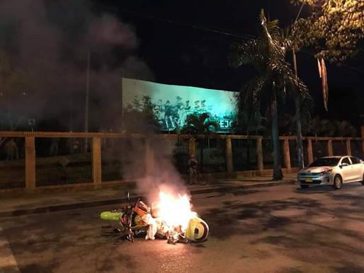 Video/ Policía dispara contra manifestantes y se arman disturbios