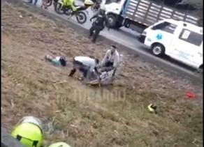 Dos policías lesionados en accidente de tránsito en la recta Cali - Palmira