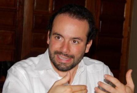 Alejandro Eder, es el candidato de Armitage para la alcaldía