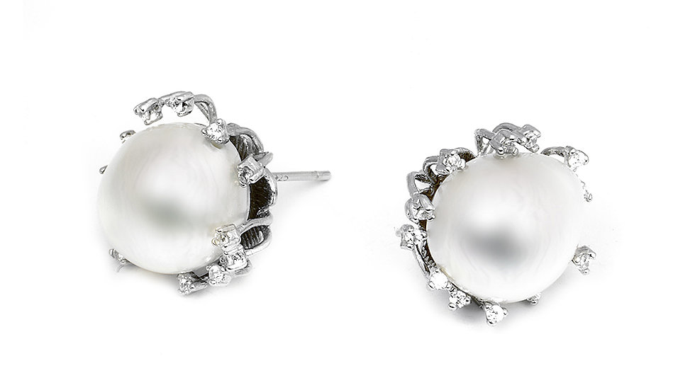 Unique South Sea pearl earrings. Studs.