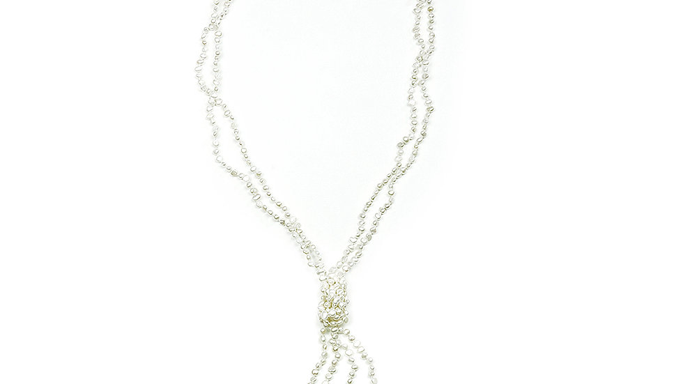 Freshwater pearl lariat. Fashionable and easy to wear