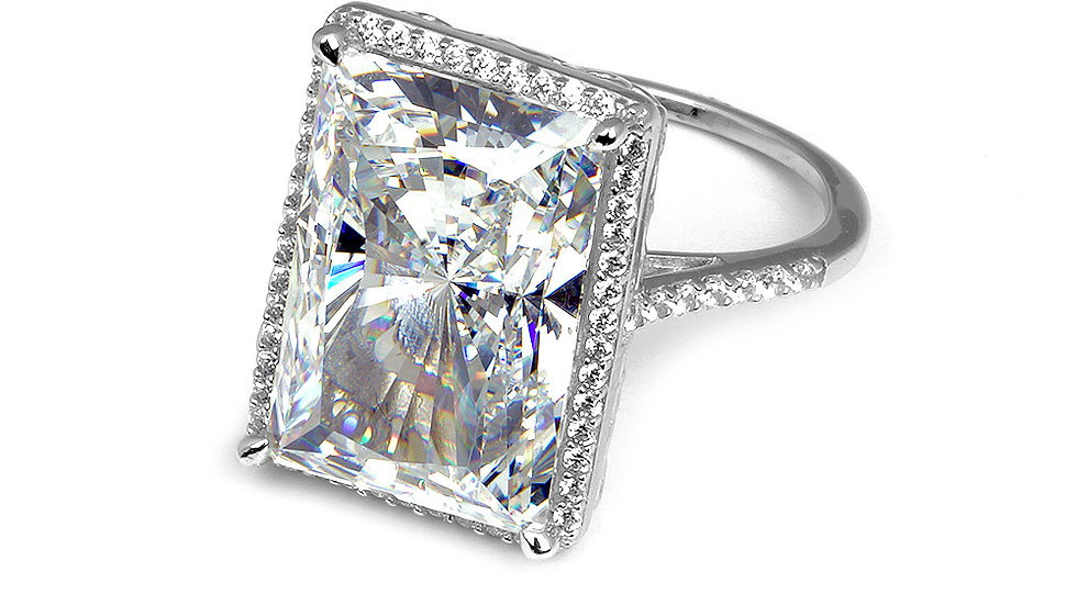 Amazing travel ring. Cubic zirconia set in silver