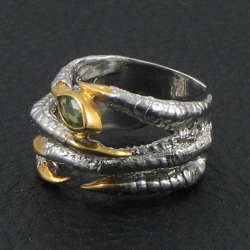 Кольцо - соколиная лапка с хризолитом