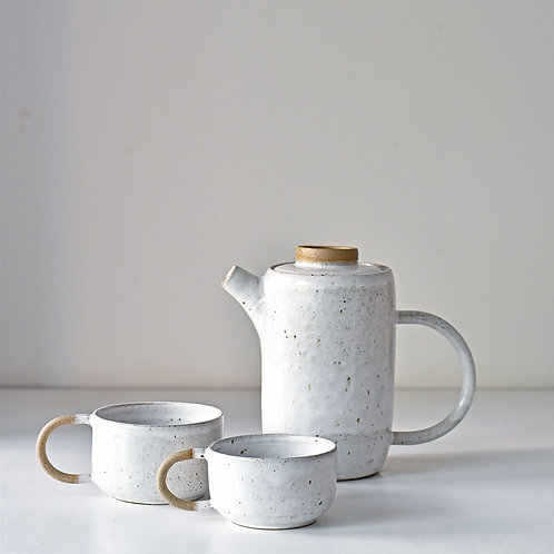 teapot set with 2 cups