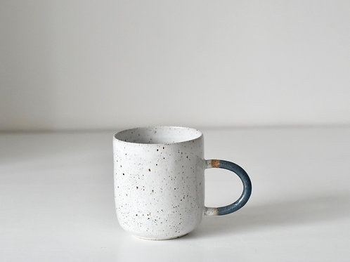 bigger speckled cup with blue handle