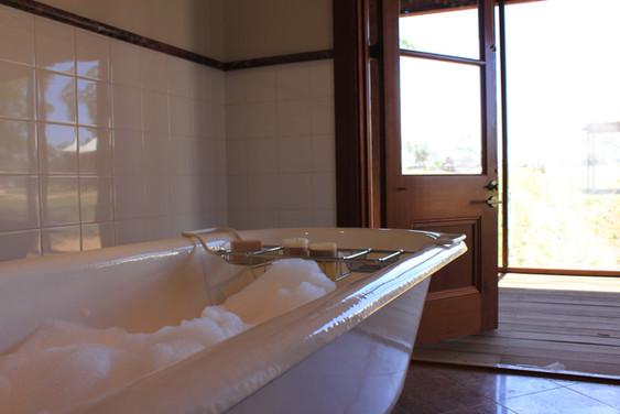Wiradjuri Bathroom Bubblebath.jpg