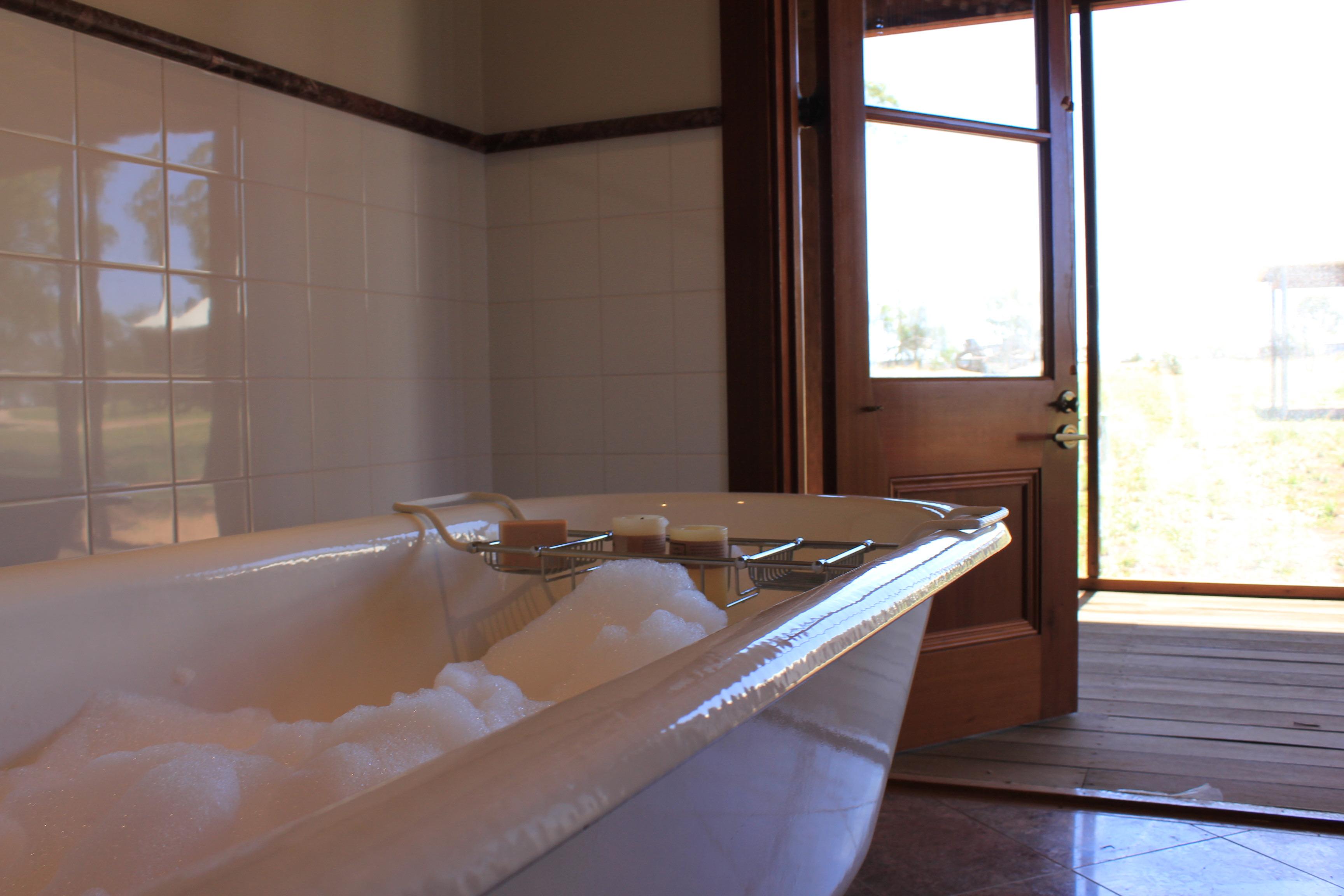 Wiradjuri Bathroom Bubblebath