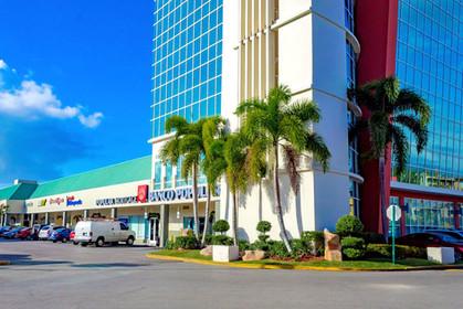 La Rambla Plaza shopping Center