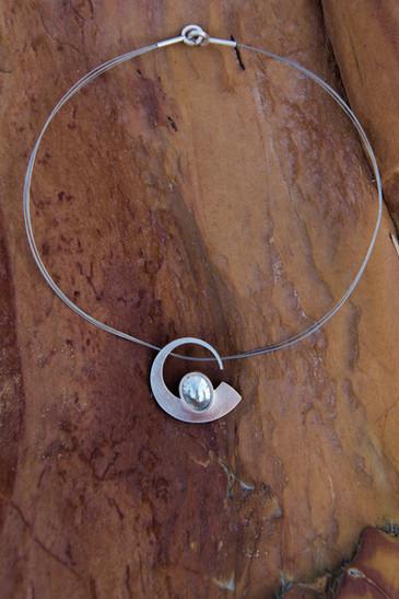 Curl Necklace