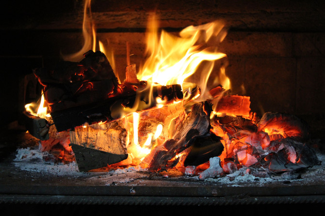 How to Have the Ultimate Cozy Night In This Season