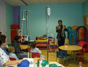 mago hospital poniente  , magia solidaria
