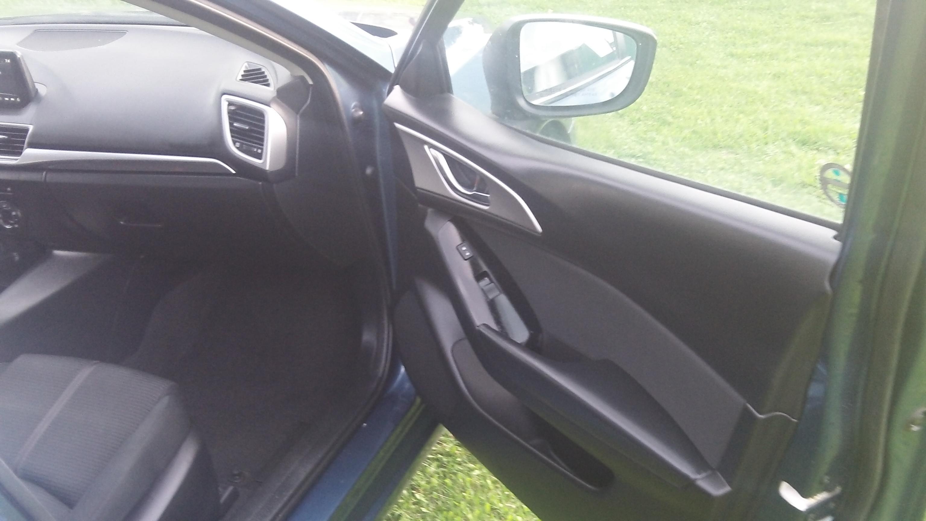 18 Mazda 3_9